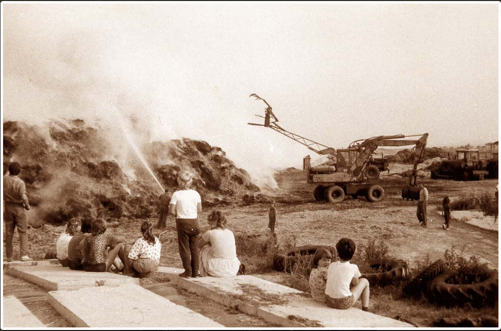 Historie SDH a JSDH - fotografie dětí a hasičů při zásahu